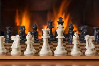 chess-board-game-fireside-strategy-541486.jpeg