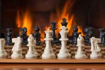 chess-board-game-fireside-strategy-541486.jpeg